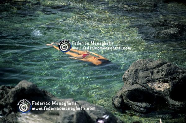 Foto Pantelleria 30x40 ragazza con costume rosso